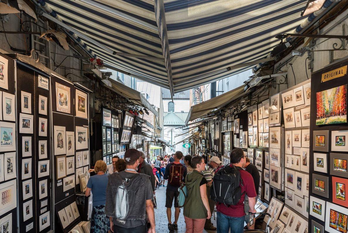Die Rue du Trésor ist eine einzigartige Attraktion in Québec. In der schmalen Gasse zwischen der ...