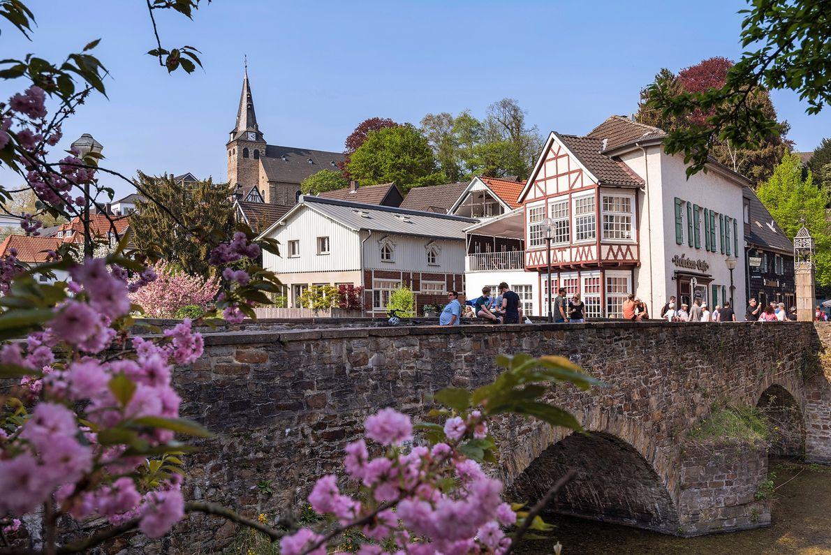 Mit seinen Pflastersteinstraßen und Fachwerkhäusern ist Essens historisches Viertel Kettwig eine wahre Freude für Spaziergänger.