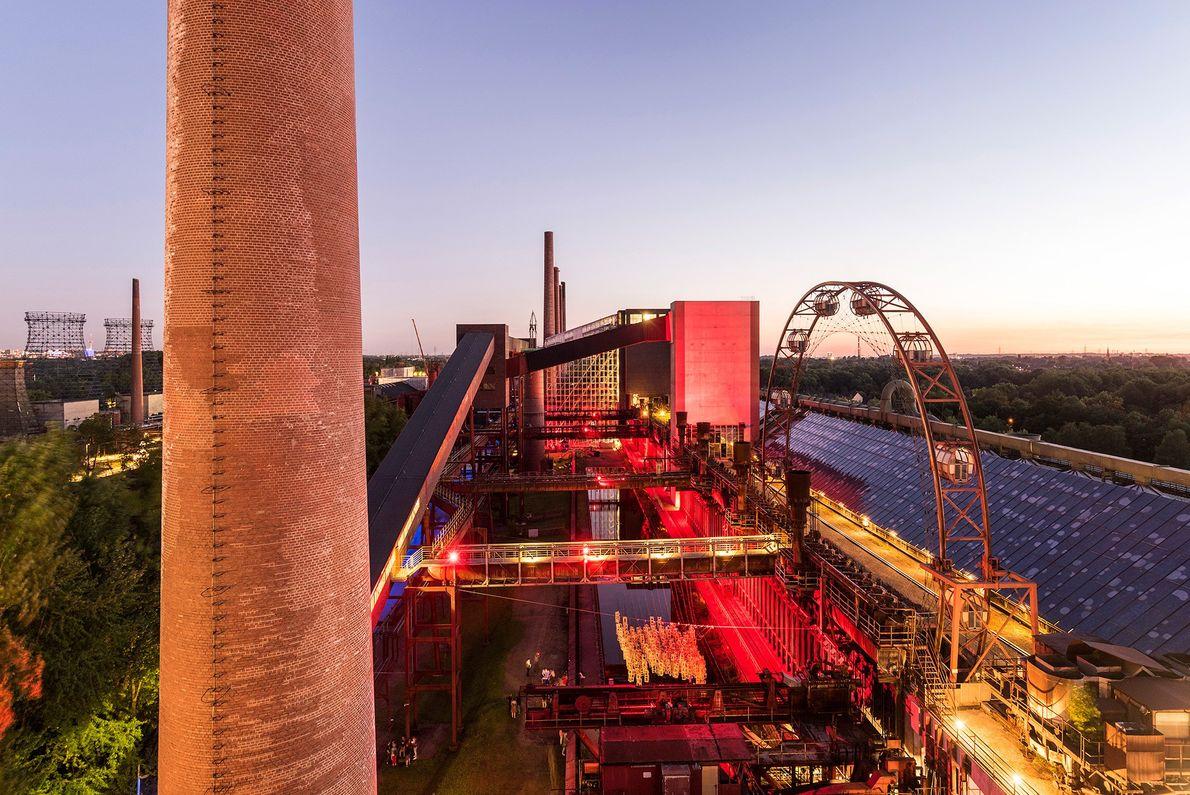 Die Zeche Zollverein ist eines von hunderten Kohlebergwerken, die einst das Ruhrgebiet charakterisierten. Mittlerweile ist der ...