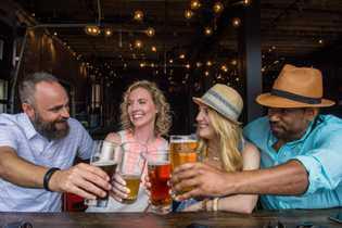 Ein den Brauereien von Saint John können Gäste die lokalen Craft-Biere verkosten.