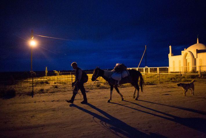 In Kasachstan erreichen Salopek und sein Pferd die Nekropole von Yesmambet-Ata.