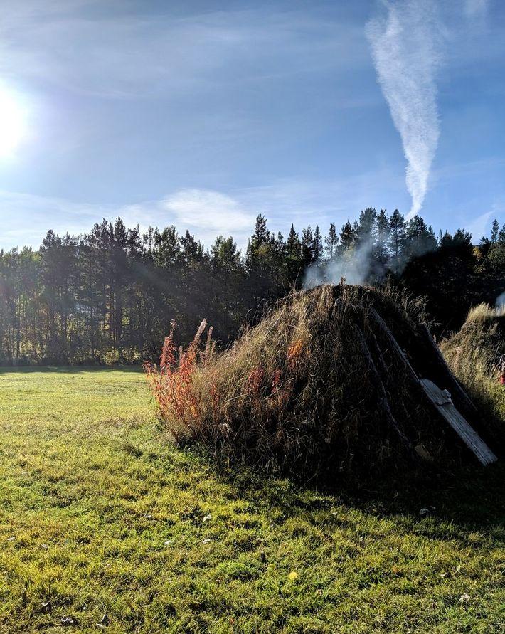 Eine Gamme – ein traditioneller Wohnsitz der Samen. Der Bau besteht in der Regel aus gewölbten ...