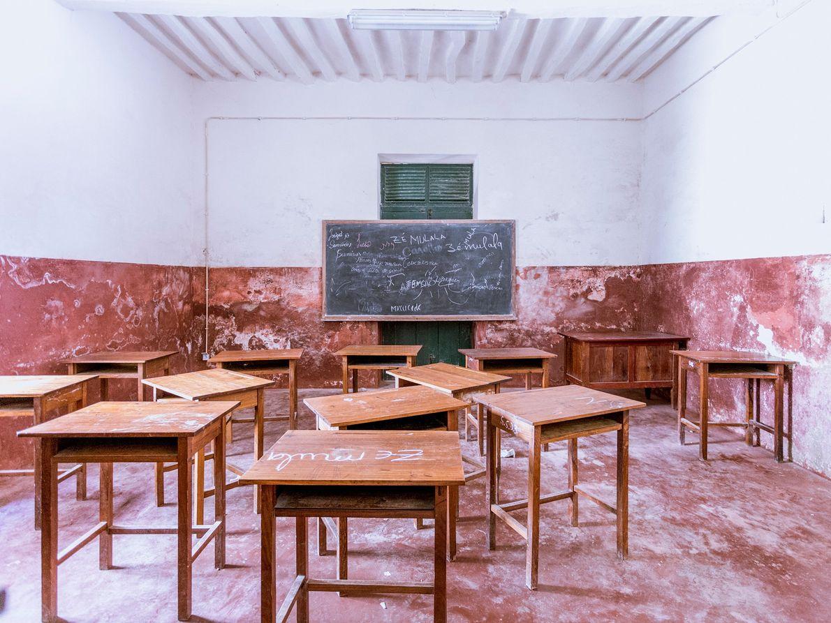 Die Schule der Insel wurde zu Kolonialzeiten für die Portugiesen errichtet und befindet sich in Stone ...