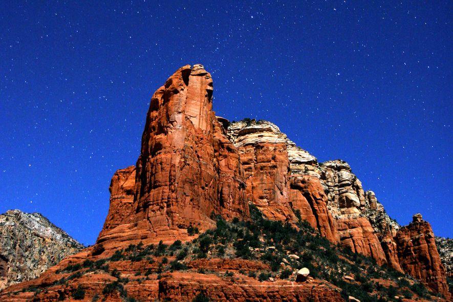 Der brillante Sternenhimmel über Sedona, das nur zwei Autostunden von Phoenix entfernt liegt.