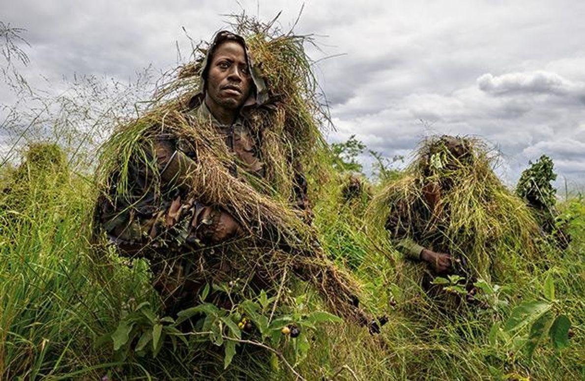 Die Ranger des Virunga-Nationalparks lernen, wie man sich tarnt. Seit der ethnische Konflikt im benachbarten Ruanda …