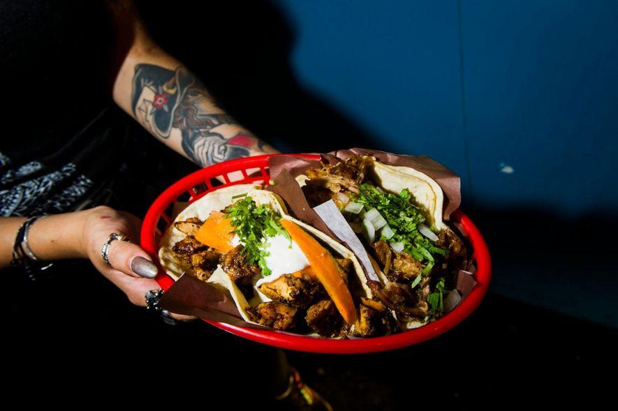 Die Taqueria Seven Lives in Kensington Market serviert Baja-Style Tacos und Meeresfrüchte.