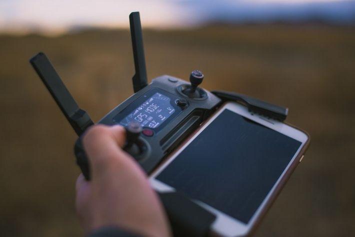 Drohnen werden per Smartphone gesteuert