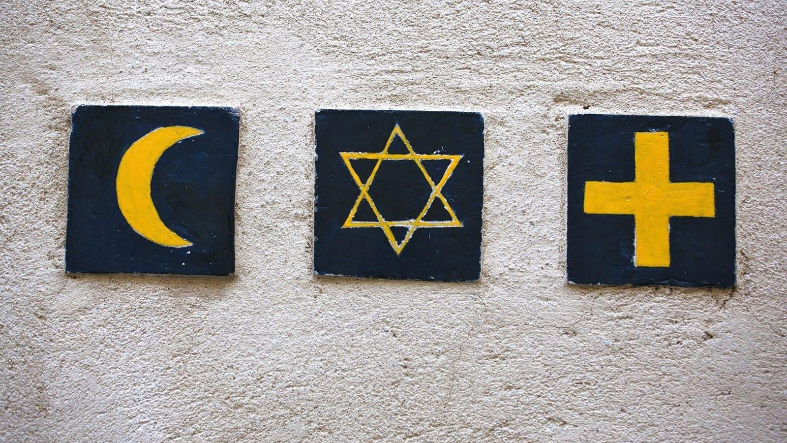 Die Symbole dreier Weltreligionen: Islam, Judentum und Christentum.