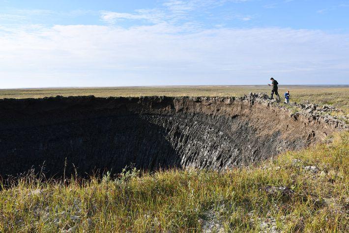 Forscher suchten den Krater kurz nach seiner Entdeckung auf, um besser zu verstehen, wie diese Merkmale ...