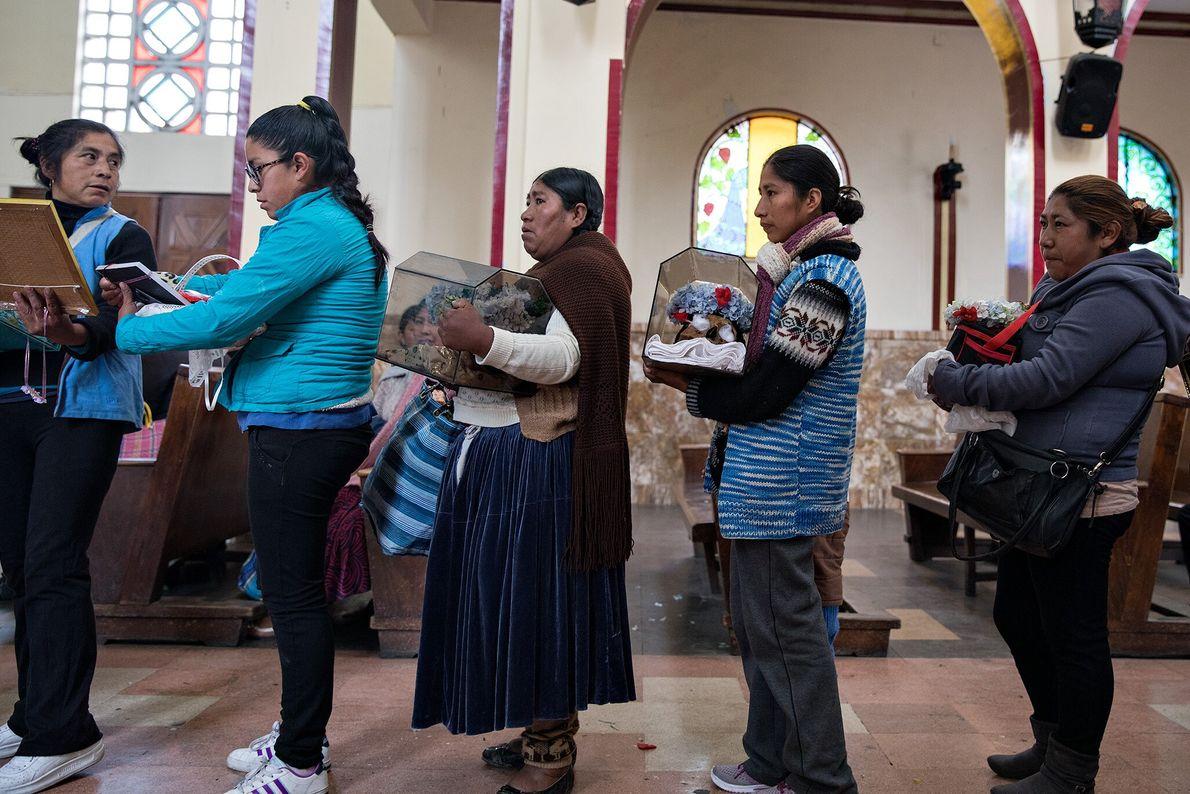 Der indigene und der katholische Glauben stehen im Konflikt. In einer schriftlichen Erklärung des Sekretärs der ...