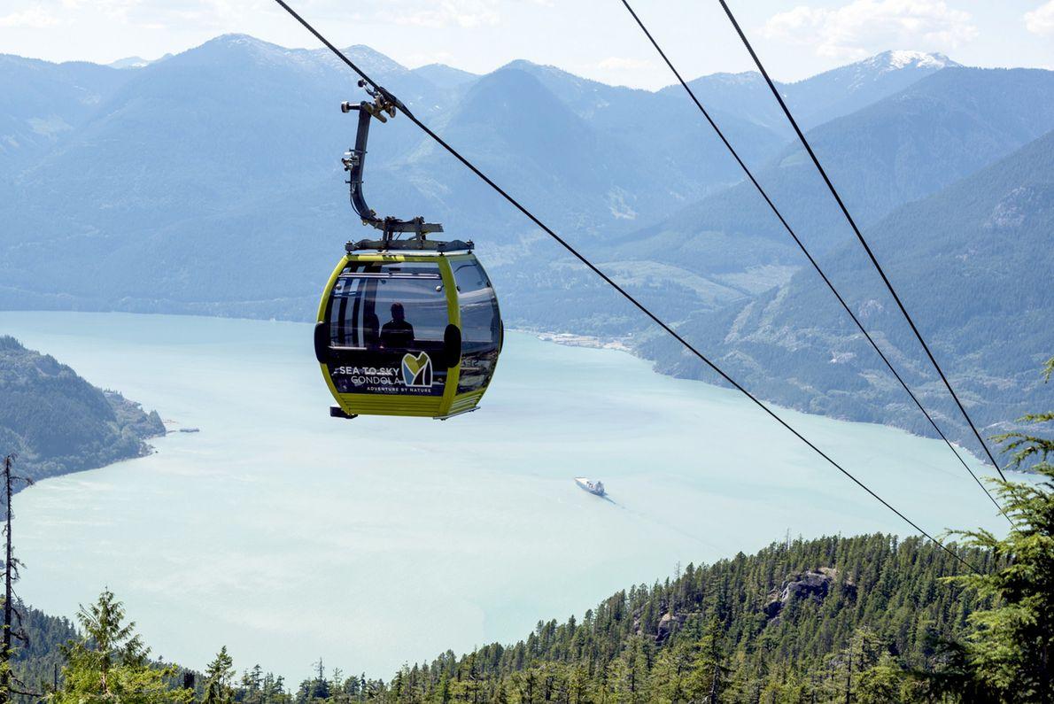 Die Gondel bringt Besucher in nur zehn Minuten hinauf zur Summit Lodge, die eine überwältigende Sicht ...