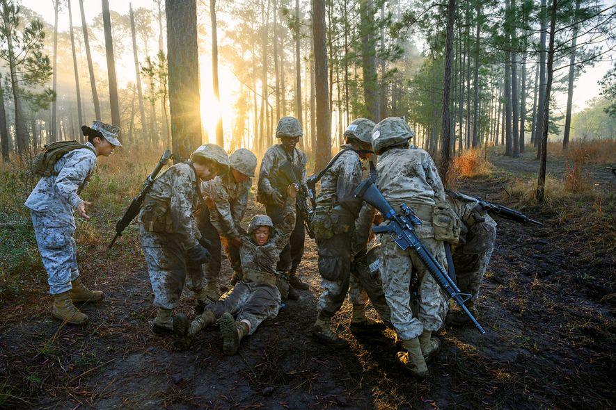 USA: Der Abschluss der Marine-Grundausbildung auf Parris Island in South Carolina ist berüchtigt. Hier spielt die ...