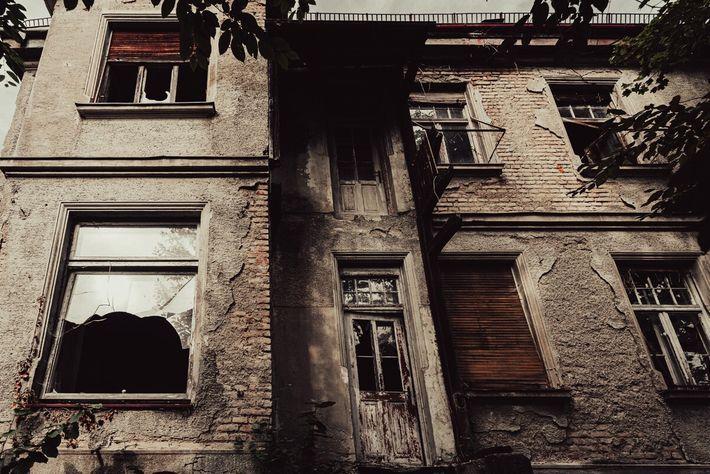 Altes, verlassenes Haus