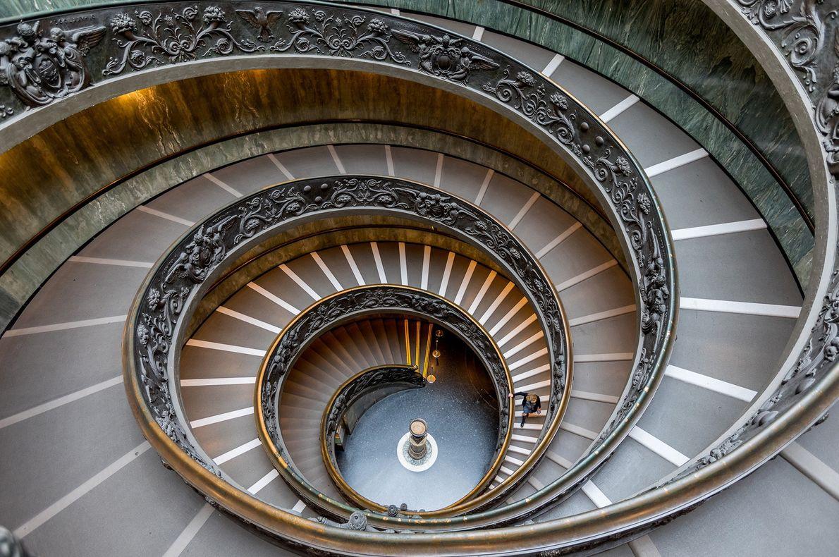 Die Scala Elicoidale oder Bramante-Treppe wurde 1932 von dem italienischen Architekten Giuseppe Momo entworfen. Der Name ...