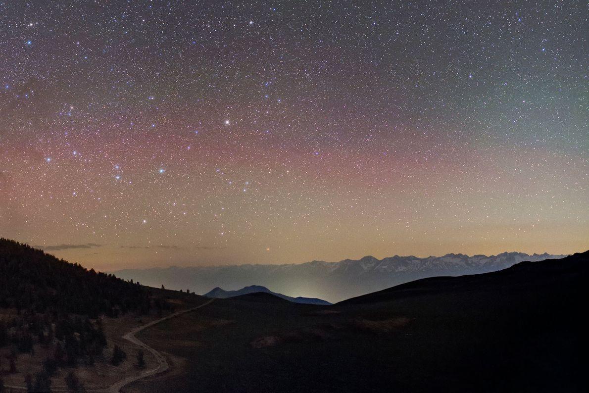 Über den Bergen der Sierra Nevada in Kalifornien kann man das Sternbild des Zentauren entdecken.