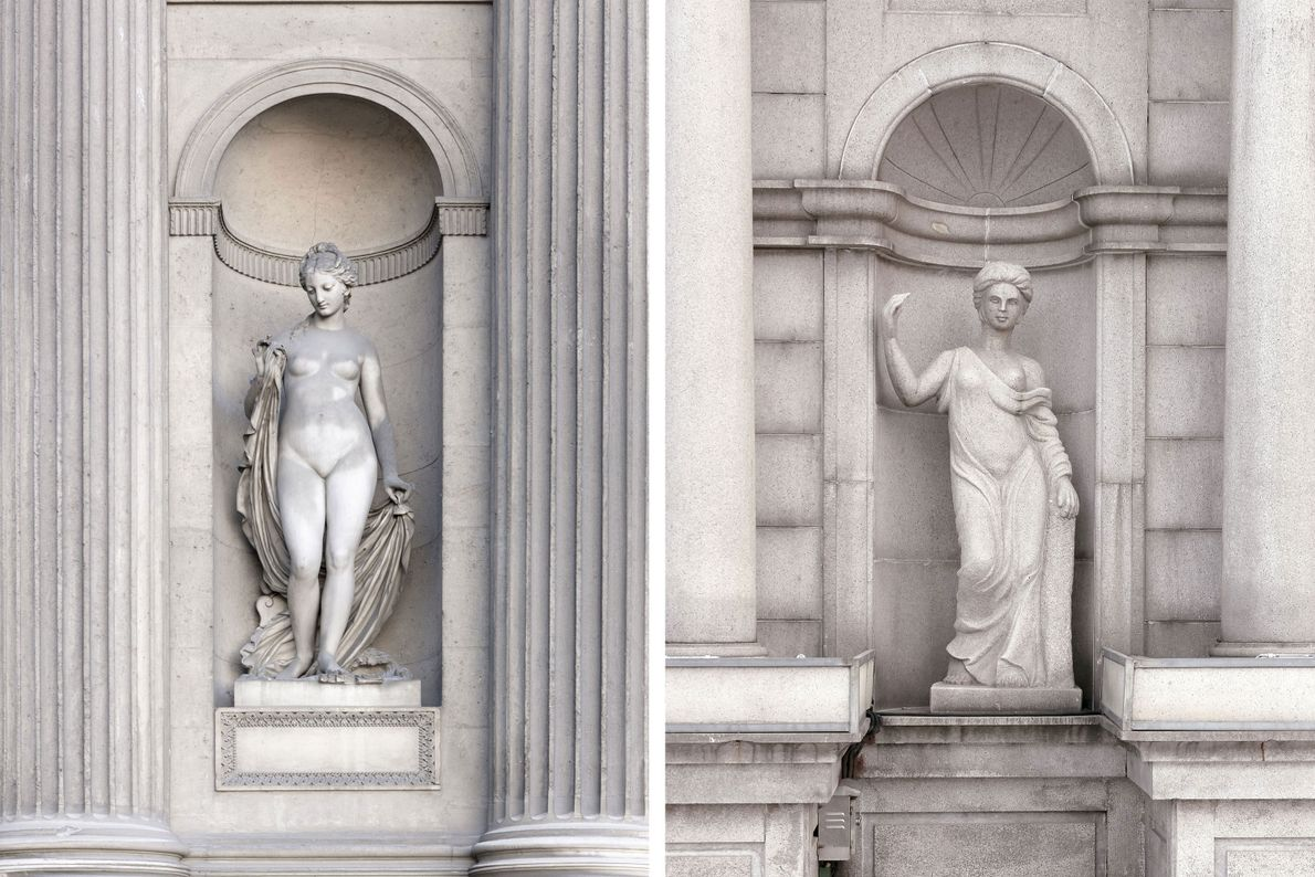Griechische Statuen zieren ein Gebäude in Paris (links) und Tianducheng (rechts).