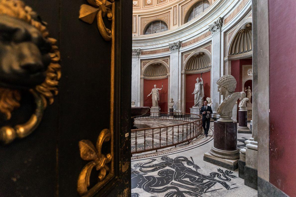 Der Sala Rotunda wurde 1779 fertiggestellt und soll von seiner Form her an das Pantheon erinnern. ...