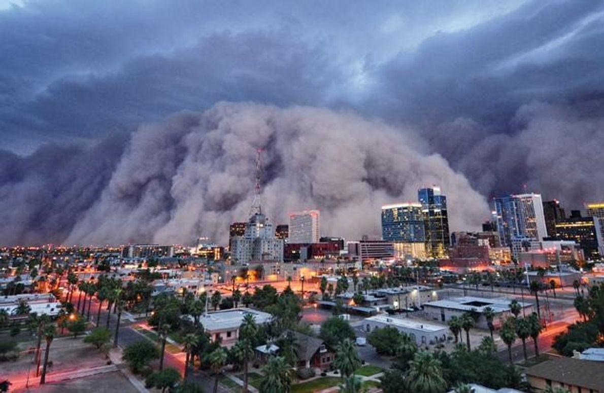 Eine 1500 Meter hohe Walze aus Staub und Sand: Am 5. Juli 2011 rast der größte …