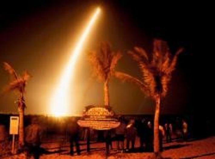 März 2009: Um fünf Uhr morgens startet von Cape Canaveral in Florida eine Rakete. Sie trägt ...