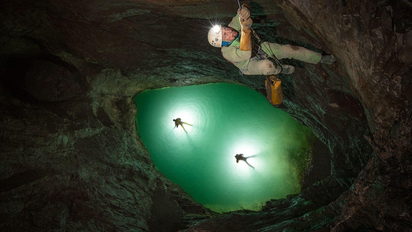 Flutwelle in einer Höhle