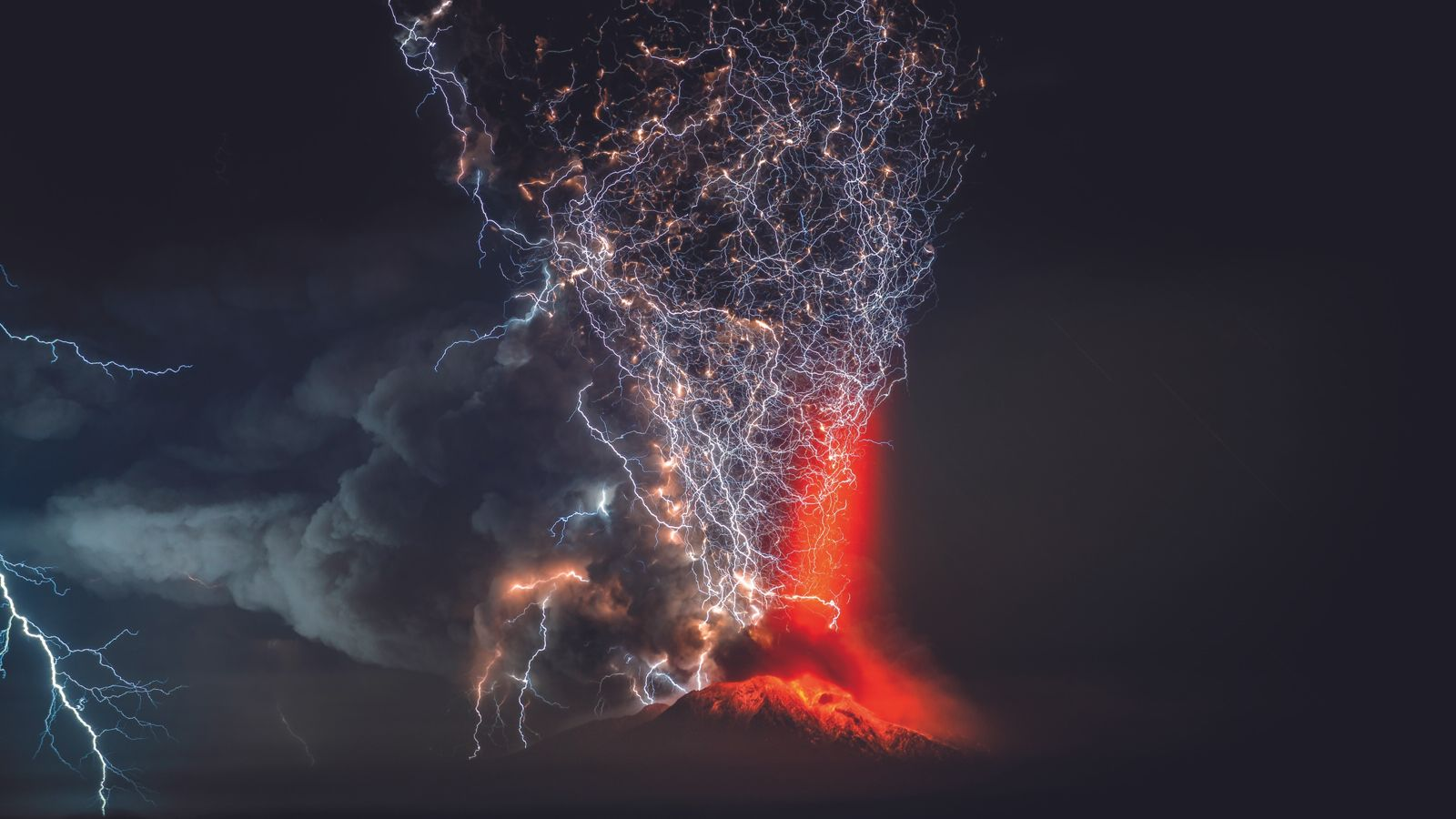 Vulkanische Blitze