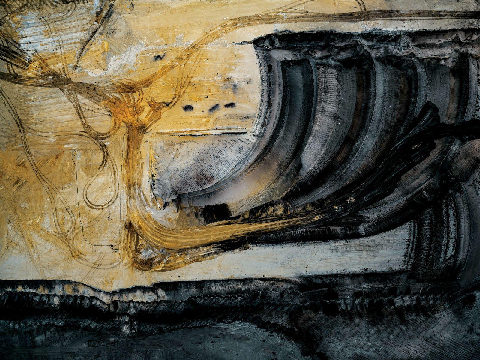 Aus der Vogelperspektive zeigen die Bilder von Tom Hegen, wie der Braunkohletagebau unsere Landschaften verändert hat.