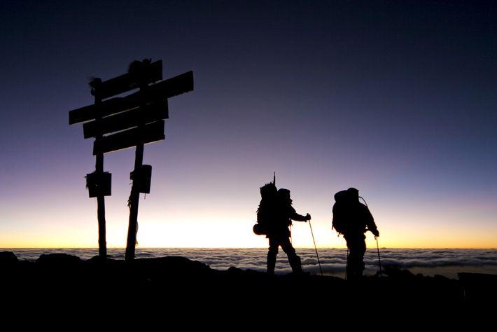 Oben angekommen macht man zügig sein Gipfelfoto und beeilt sich dann, wieder aus der dünnen Luft ...