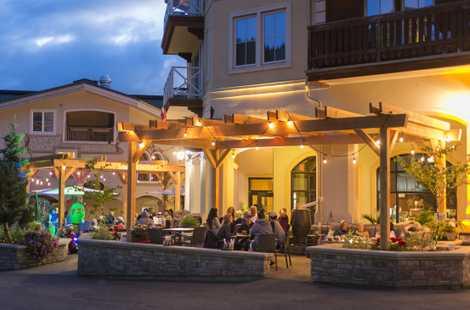Nach einem Tag auf dem Rad bieten die diversen Restaurants des Sun Peaks Resort die Möglichkeit ...