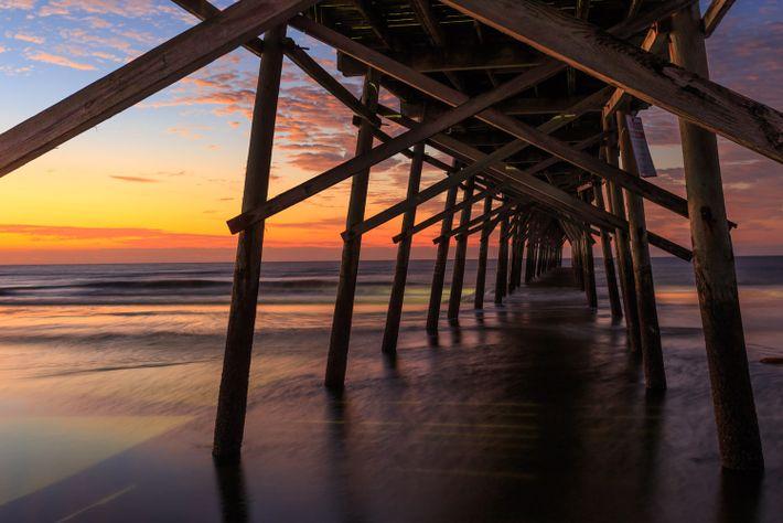 Bild eines Piers am Sunset Beach auf Brunswick Island, North Carolina
