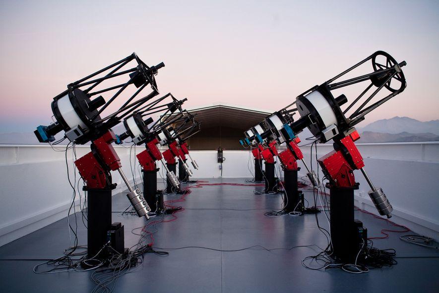 Das Team hat die neue Supererde mit dem MEarth South Telescope Array entdeckt, das sich am ...