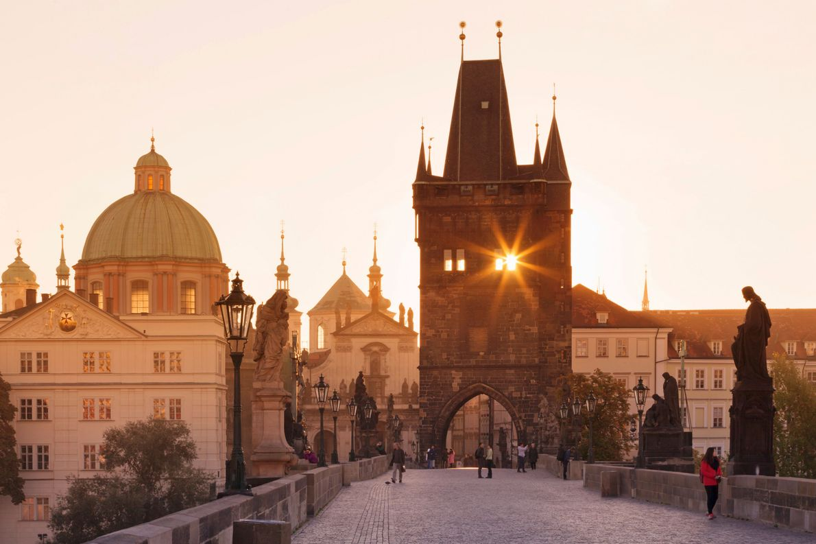 TSCHECHIEN Die Tschechische Republik hat sich kürzlich in Tschechien umbenannt. Hier zu sehen ist der Altstädter Brückenturm …