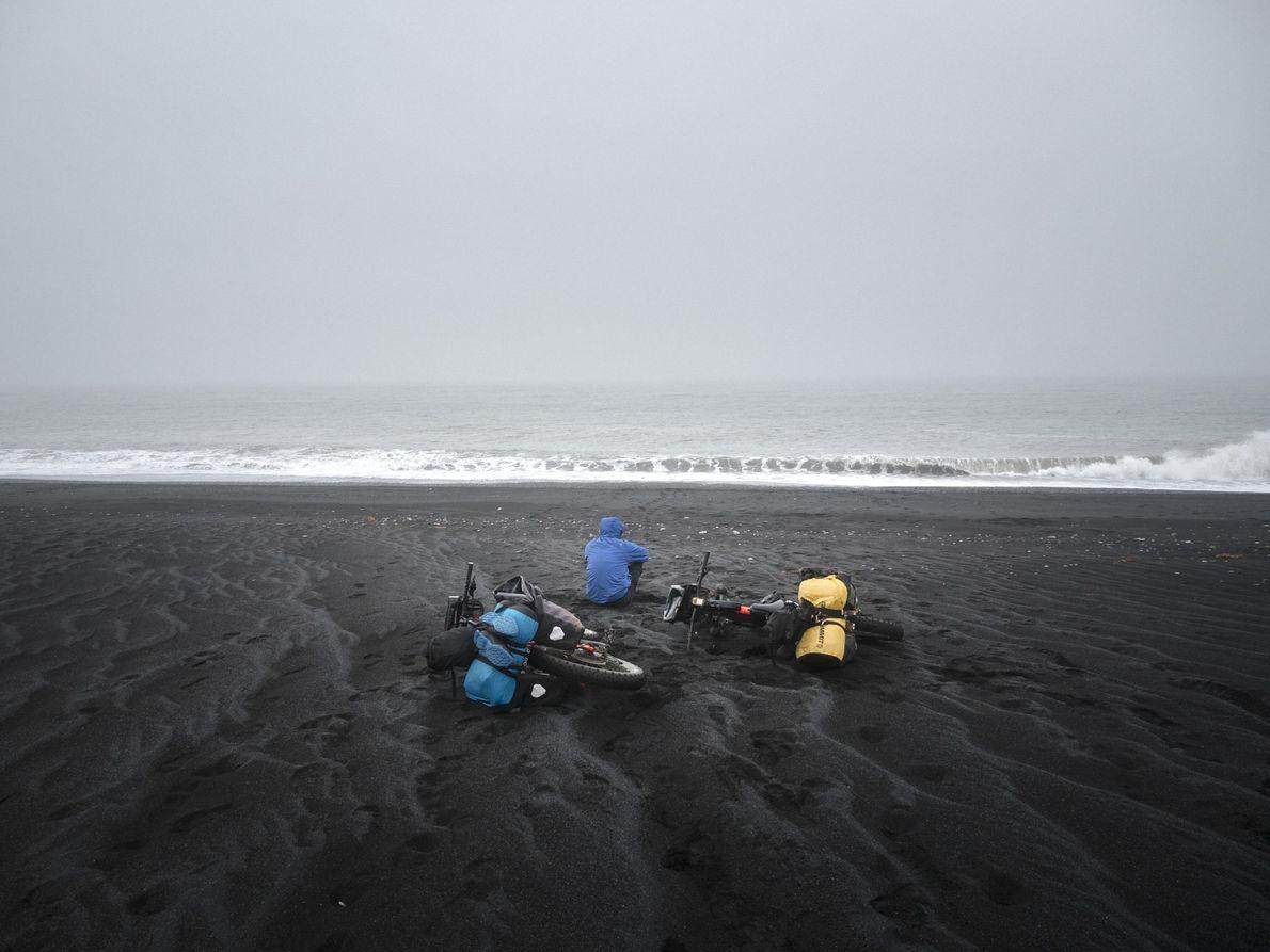 Tag 12: Am Ziel. Kütlutangi ist der südlichste Punkt der Insel. Als wir am schwarzen Strand ...