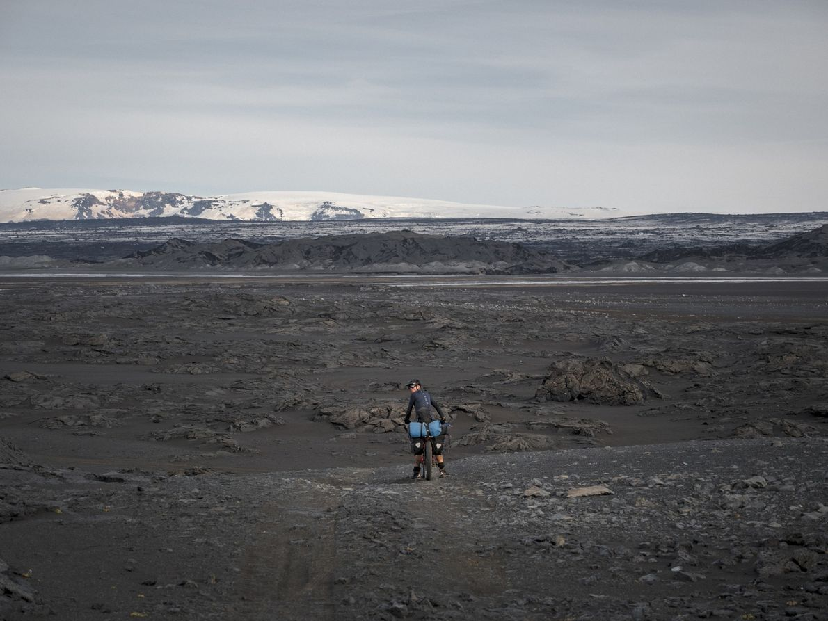 Tag 6: Zu den Naturwundern, die wir an diesem Tag sehen, gehört das gigantische Lavafeld Holuhraun.
