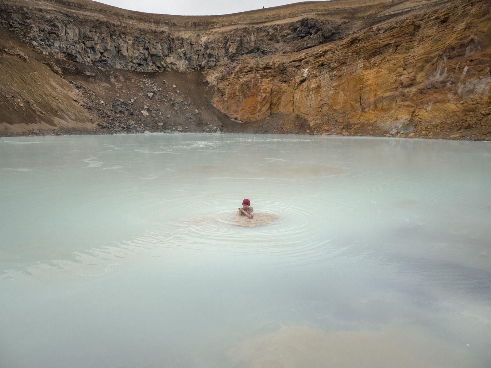 """Tag 5: Als wir am Askja den Víti-Krater (isländisch für """"Hölle"""") erreichen, erschlägt uns der Gestank ..."""