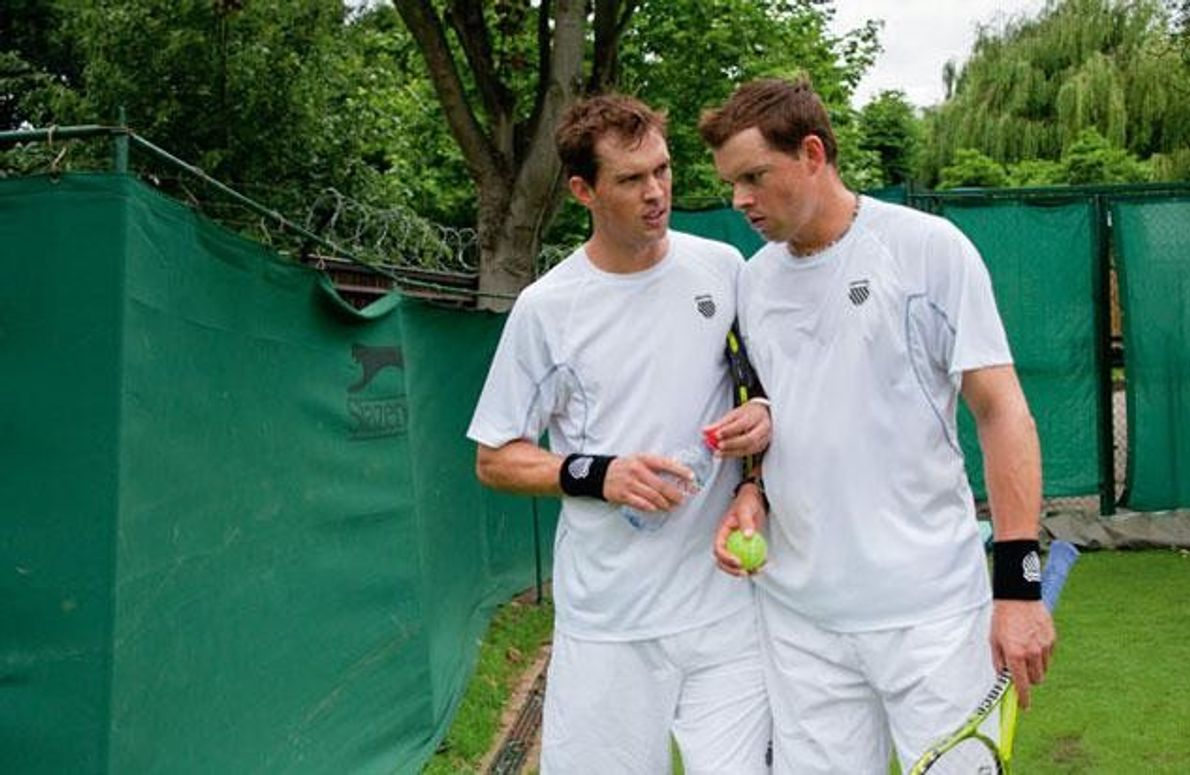Das Tennisddoppel Mike (links) und Bob Bryan hat 73 große Turniere gewonnen, darunter Wimbledon 2011. Die …