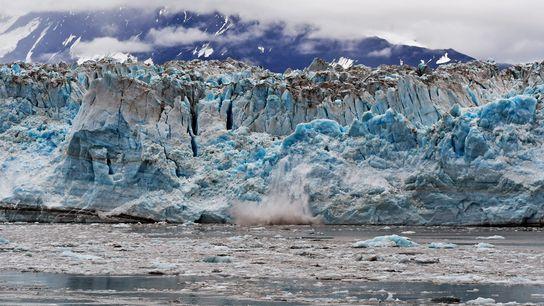 Meergletscher wie dieser in Alaska schmelzen 100 Mal schneller, als es theoretische Modelle bislang vorausgesagt hatten.