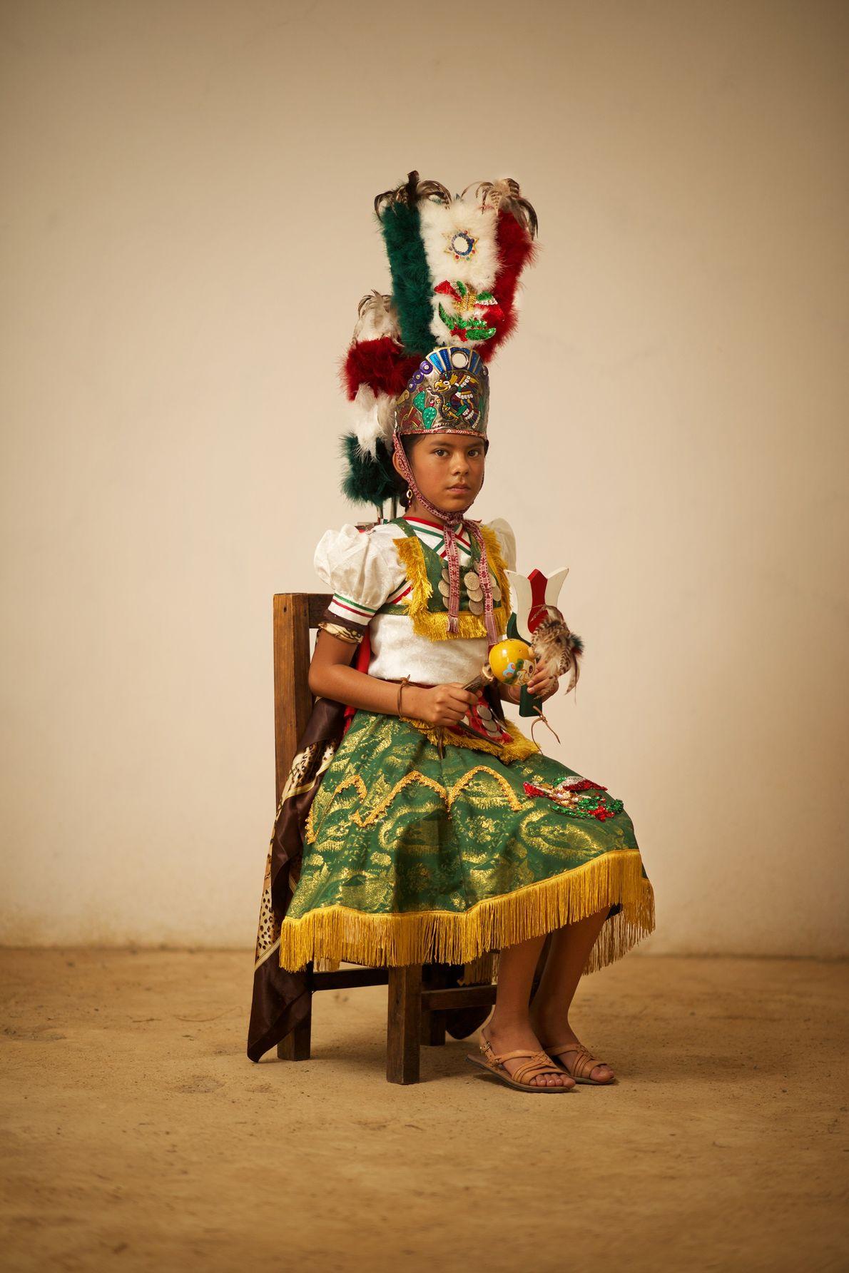 Ein Mädchen in der Rolle der Malinche, einer historischen Figur, die den Spaniern dabei half, mit ...