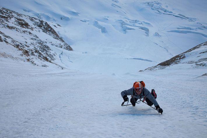 Uli Steck erklimmt 2014 das erste Eisfeld des Colton-Macintyre