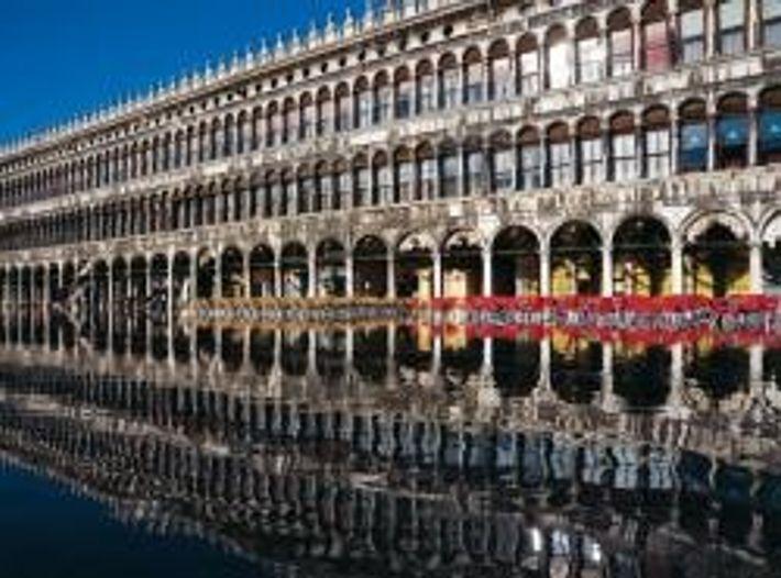 Junge Venezianer treffen sich im Bistrot Ai Do Draghi am Campo Santa Margherita.