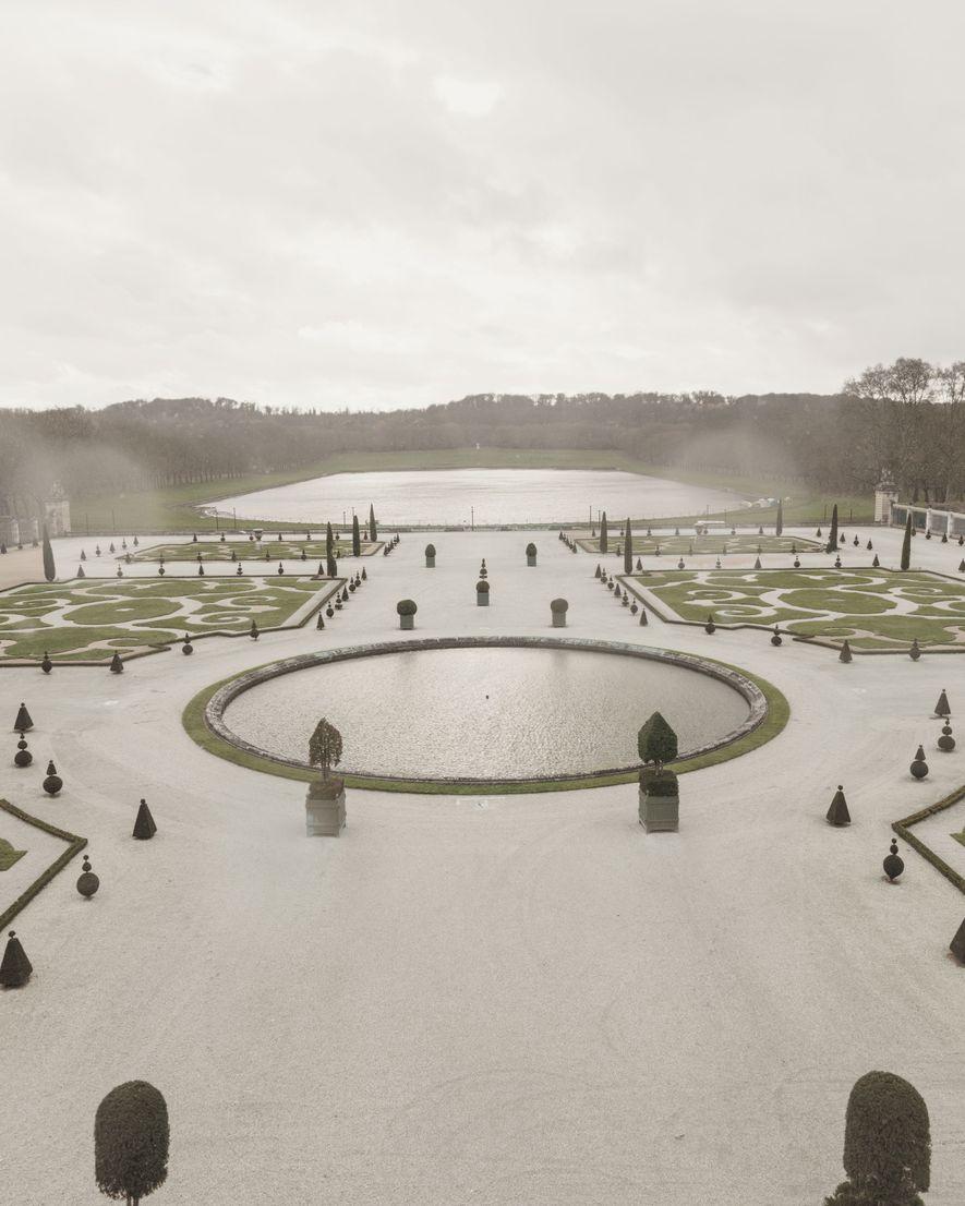 Geometrische Muster prägen das Bild der Gärten von Versailles in Paris (oben) und Tianducheng (unten).