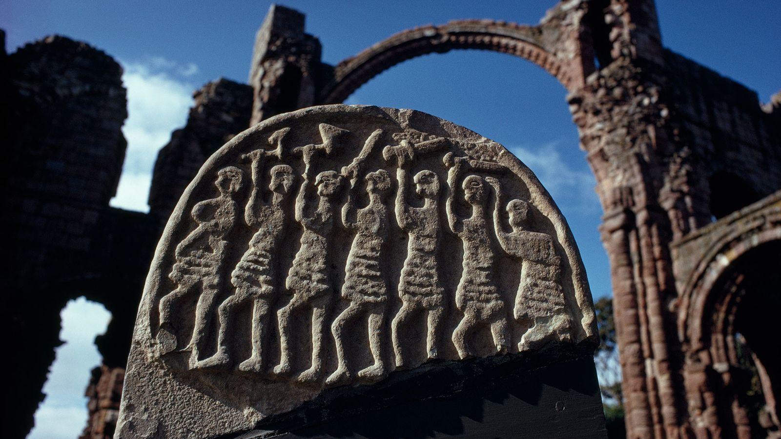 Steinrelief zeigt Wikingerkrieger