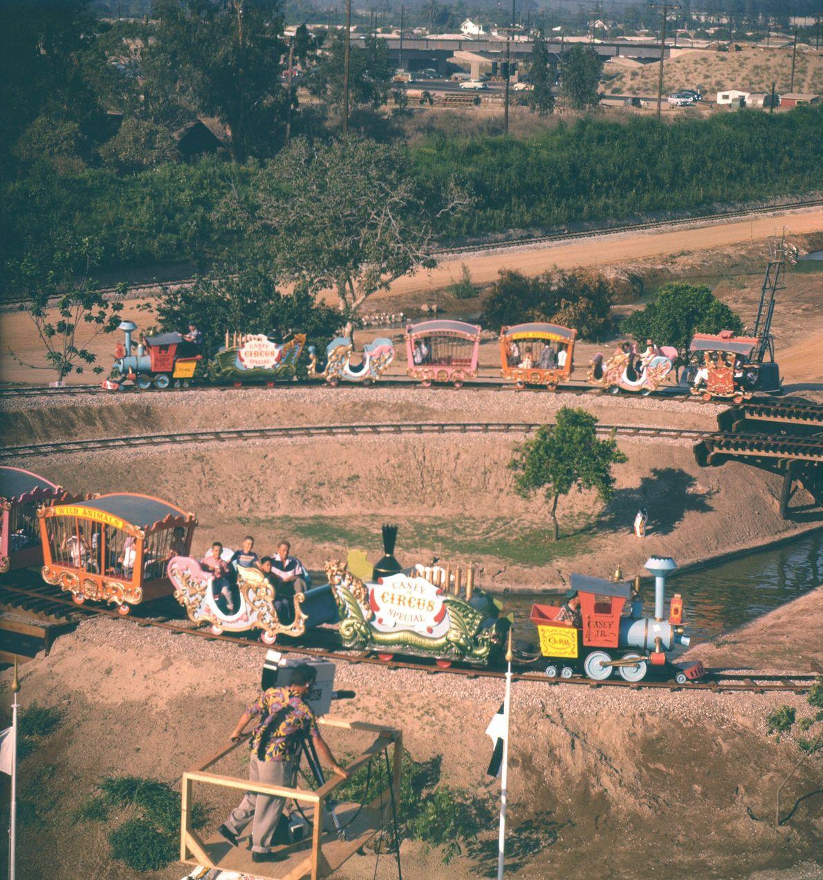 """Das Fahrgeschäft """"Circus Train"""" ist eine exakte Nachbildung des Zugs Casey Jr. aus dem Disneyfilm """"Dumbo""""."""