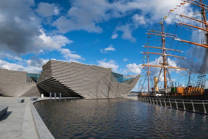 Obwohl es erst 2018 eröffnet wurde, ist das V&A in Dundee, das erste Designmuseum des Landes, ...