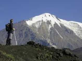 Zahlreiche Vulkane, dampfende Geysire und und heiße Thermalquellen - Kamtschatka gehört zu den geologisch aktivsten Regionen ...
