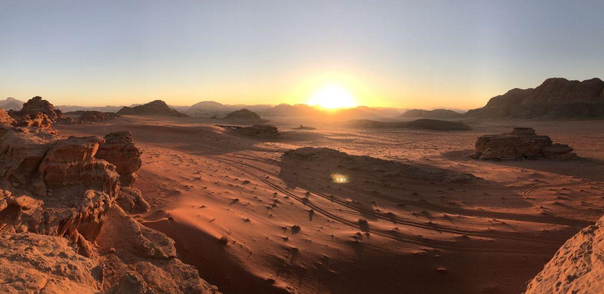 Die Red Desert in Wyoming leuchtet im Sonnenuntergang.