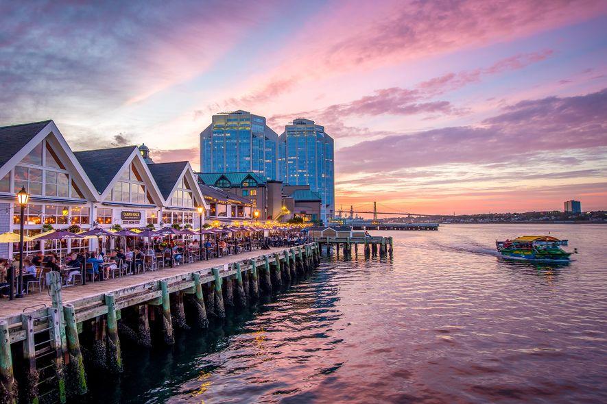 Spaziert durch das Hafenviertel von Halifax: Nehmt euch Zeit, um im Hafenviertel von Halifax die vielen ...
