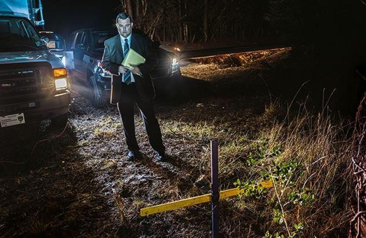 Neben einer Landstraße im US-Bundesstaat Louisiana erinnert ein Holzkreuz an Sierra Bouzigard. 2009 wurde die damals …