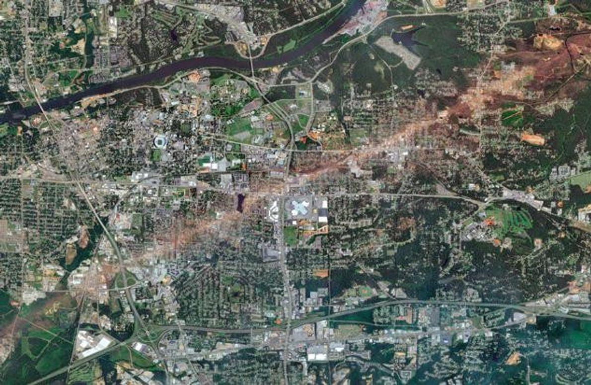 Am 27. April 2011 wurden in den Vereinigten Staaten 199 Tornados registriert – ein Tagesrekord. Belege …