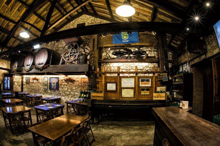 Sidrerías sind klassische asturische Lokale, die natürlichen Cidre nach Brauch servieren und dazu passende Gerichte reichen.