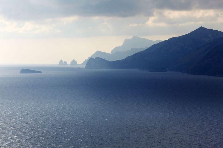 Die italienische Amalfiküste erstreckt sich auf 50 Kilometern entlang der Halbinsel Sorrent.